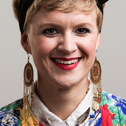 Frida Lindholm - Bakom Micken - juontaja,