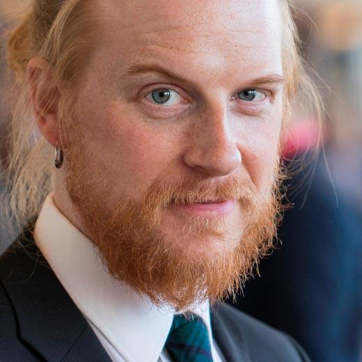 Tom Nylund - Bakom Micken - juontaja